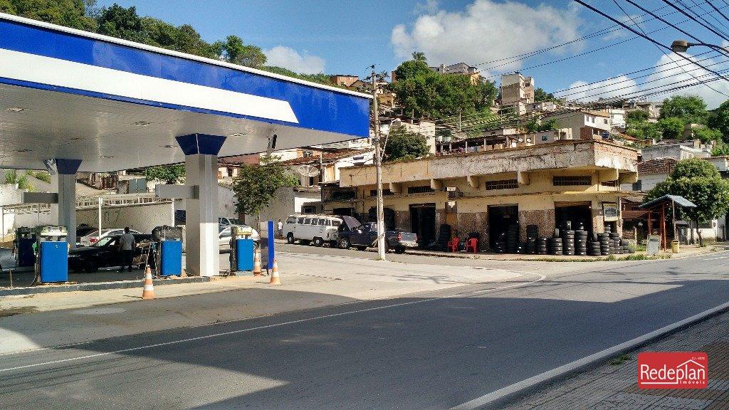 vista do da rua 207 com o posto de gasolina .