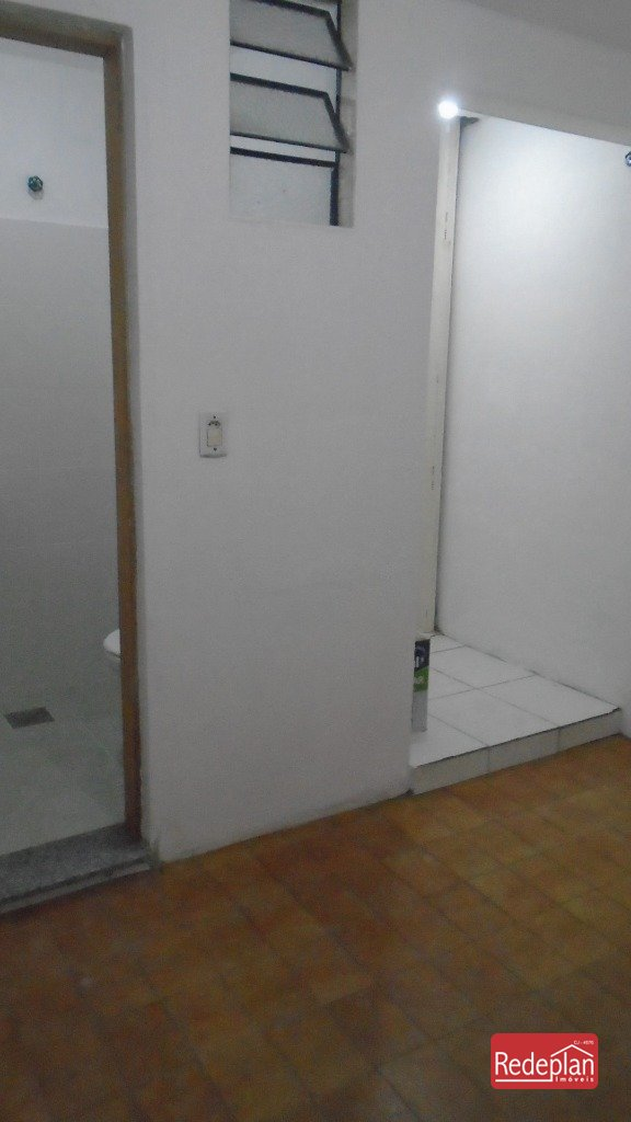 1° Pavimento - Sala e banheiro